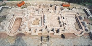 Ruine nach der Abtragung des alten Schutzdaches