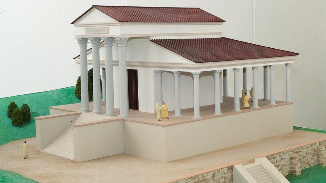 Detailliertes Modell des römischen Podiumstempels in Badenweiler