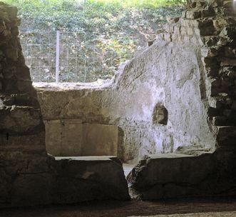 Einzelbad mit Öffnung zur Wasserzuführung rechts