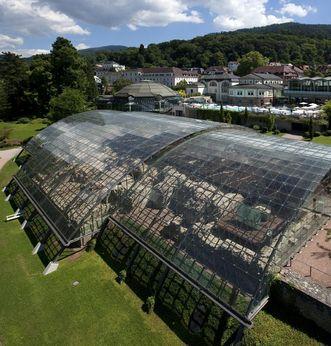 Blick auf das Glasdach der römischen Badruine Badenweiler; Foto: Staatliche Schlösser und Gärten Baden-Württemberg, Achim Mende
